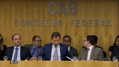 Ordem dos Advogados do Brasil irá entrar com pedido de impeachment contra Michel Temer - A decisão foi tomada após sete horas de debate. A OAB deverá entregará protocolar o documento nesta semana na Câmara dos Deputados.