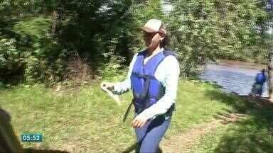 Voluntários retiram lixo do rio Sepotuba - Voluntários retiram lixo do rio Sepotuba.