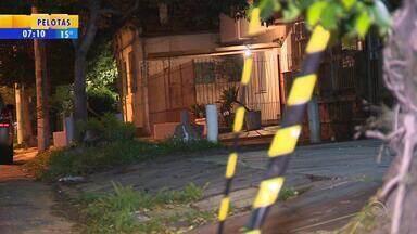 Homem é morto a tiros durante assalto na Zona Norte de Porto Alegre - Conforme a polícia, a vítima teria reagido à abordagem do criminoso, que tenta