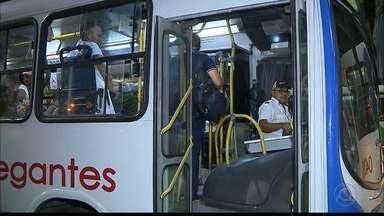 Empresas de ônibus ainda não começaram a recontratar os cobradores demitidos - Em um termo de ajustamento de conduta, junto ao Ministério Público do Trabalho, as empresas de ônibus da capital se responsabilizaram em recontratar 77 dos 200 profissionais demitidos.