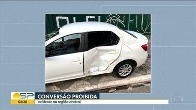 Carro da Prefeitura faz conversão proibida e causou um acidente com motociclista - O motociclista teve de operar o ombro.