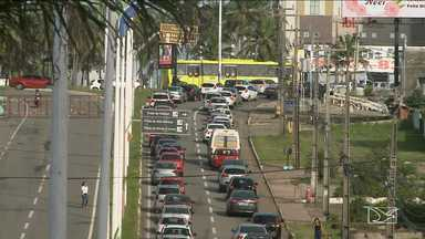 Motoristas reclamam de congestionamentos próximos as rotatórias em São Luís - Nos horários de pico a situação é ainda mais complicada e para piorar muitos motoristas cometem infrações avançando a preferencial e colocando em risco a segurança do trânsito.