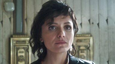 Vade Retro - Sétimo episódio, na íntegra - Uma mina de enxofre aparece na relação de bens de Abel. Celeste decide mudar o corte do cabelo. Começa a audiência de divórcio.
