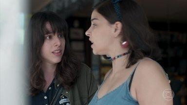Lica aconselha Keyla a conversar com Roney sobre Deco - Mesmo sendo seguida pelo falso Deco, Keyla insiste em manter a mentira sobre a parternidade de Tonico
