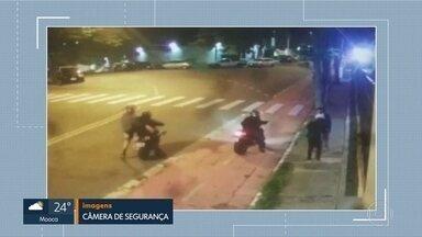 Moradores reclamam de furtos e roubos em rua do Butantã - Ladrões armados em motos assaltam carros e pedestres.