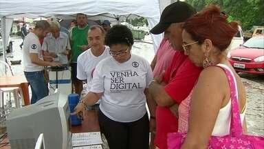Moradores de Paulista, no Grande Recife, recebem orientações sobre TV Digital - Sinal analógico de TV será desligado em julho