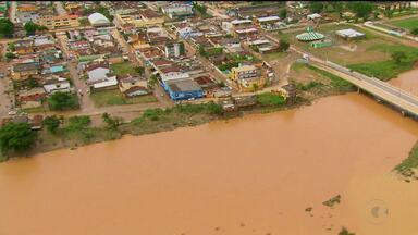 Um decreto foi assinado ontem pelo Governador Paulo Câmara, a favor dos desabrigados pela - 55 mil pessoas foram atingidas pelas chuvas no estado.