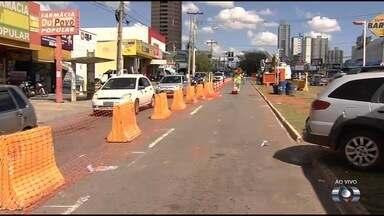 Avenida 4ª Radial é parcialmente interditada para obras do BRT, em Goiânia - Segundo engenheiro, bloqueio foi realizado para a realização de drenagem no local.