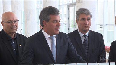 Bastidor da política paranaense é revelado em grampos telefônicos de Aécio Neves, do PSDB - Aécio dá bronca no governador Beto Richa por causa de um vídeo publicado pelo secretário Valdir Rossoni.