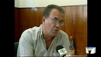 Ex-prefeito de Cachoeira Paulista e Lorena sofre acidente - Caminhão bateu no carro em que ele estava na Dutra.