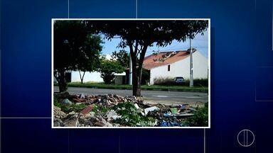 VC no RJ mostra entulho em terreno abandonado em bairro de Campos, no RJ - Local é utilizado como lixão por moradores.
