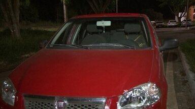 Adolescentes sequestram motorista de Uber em Planaltina - O motorista trabalha com o aplicativo Uber há quatro meses, ele foi sequestrado na noite desta quinta-feira (1) em Planaltina por dois adolescentes. A vítima se jogou do carro em movimento e chamou a atenção de policiais.
