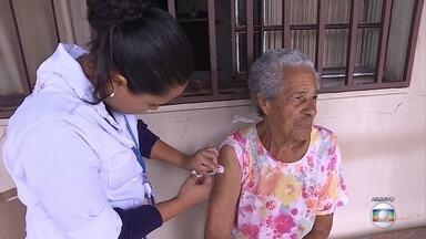 Extensão de público para vacinação contra gripe ainda não está definida em Minas Gerais - Por enquanto, apenas os públicos prioritários recebem a imunização.