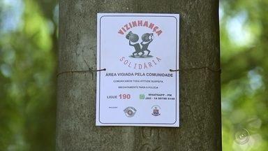 """Projeto """"Vizinhança Solidária"""" incentiva moradores no policiamento comunitário - Três bairros de Jaú começaram a participar do projeto """"Vizinhança Solidária"""" da Polícia Militar que envolve o policiamento comunitário, com o objetivo de denunciar e prevenir crimes."""