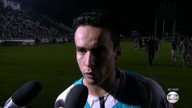 Jadson enaltece comprometimento dos jogadores na vitória sobre o Vasco por 5 a 2 - Jadson enaltece comprometimento dos jogadores na vitória sobre o Vasco por 5 a 2