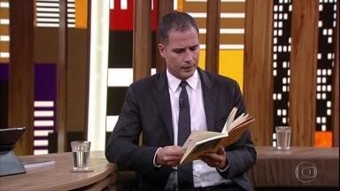 Ricardo Araújo Pereira lê texto de Fernando Pessoa - O comediante português cita o escritor brasileiro em seu livro 'Se não entenderes eu conto de novo, pá'