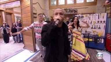 Projota canta 'Elas Gostam Assim' - Música faz parte da trilha sonora da novela 'I Love Paraisópolis'