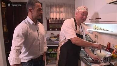 Fabricio Battaglini conhece a receita do Strogonoff tradicional russo - Repórter se encanta com família dos anfitriões