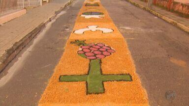 Moradores enfeitam ruas com tricô, alimentos e cores para o Corpus Christi no Sul de Minas - Moradores enfeitam ruas com tricô, alimentos e cores para o Corpus Christi no Sul de Minas