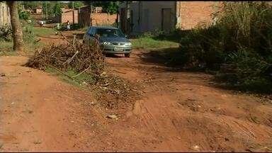 Moradores reclamam da poeira nas ruas do setor Monte Sinai em Araguaína - Moradores reclamam da poeira nas ruas do setor Monte Sinai em Araguaína