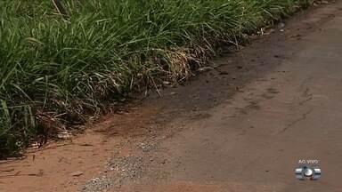 Moradores enfrentam problemas com rede de esgoto em Goiânia - População convive com o constante mau cheiro.
