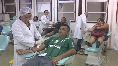 Grupo de jovens se mobiliza para doar sangue em Manaus - A ação ocorreu no Dia Mundial do Doador de Sangue