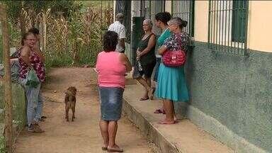 Moradores do interior de Pancas reclamam da falta de posto de saúde, no ES - Eles reclamam da situação precária no interior do município e dizem que são atendidos em escola.