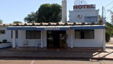 Polícia procura quatro suspeitos de roubar hotel em Sidrolândia - A suspeita da polícia é que o grupo tenha praticado crimes em outras cidades da região.