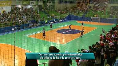 Engenharíadas reúne 6 mil universitários em Cascavel para competições espotivas - Eles competem em 23 modalidades diferentes.