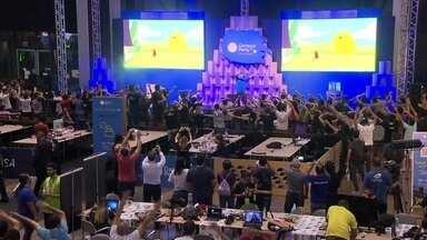Visitantes da Campus Party enfrentam programação intensa - Muitos participantes passaram a madrugada em claro testando drones ou fazendo ajustes em robôs.
