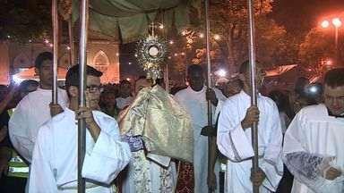 Fiéis acompanharam missa e procissão na Catedral Metropolitana de Aracaju - Celebrações aconteceram por causa do dia de Corpus Christi.