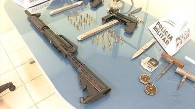 Polícia apreende armas e motos adulteradas em Belo Horizonte - Dois homens foram detidos