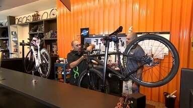 Bicicleta envolve estilo de vida que gera oportunidades de negócios - Usar a bicicleta como meio de transporte está mais comum no Brasil. Já são 70 milhões de bikes contra 50 milhões de veículos.