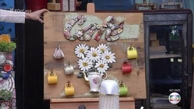 Aprenda a fazer um 'Cantinho do Café' com a técnica do mosaico - Andrea dá vida nova a objetos e louças que iam pro lixo