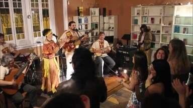 Grupo Camerata Caipira leva música regional para fora do Brasil - A estreia internacional do Camerata Caipira foi num festival na Nova Zelândia. O grupo também já passou por Portugal e Holanda.