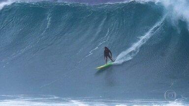 Andrea Moller é pioneira em surfe de ondas gigantes e fala sobre sua pior lesão - Andrea foi a primeira mulher na história a surfar ondas de Jaws na remada.