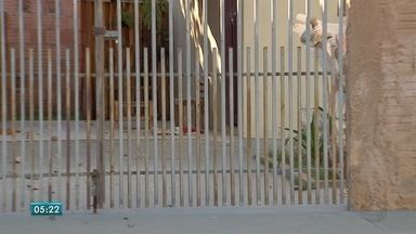 Briga de casal termina em tragédia em Campo Grande - Vítima teria brigado para defender a mãe durante uma discussão do casal. Suspeito se feriu e também foi levado para o hospital.