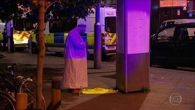 Atropelamento que matou um e feriu 10 em Londres é tratado como terrorismo - Incidente aconteceu perto de uma mesquita. Jornalista brasileira que mora em frente ao local do ataque conta como foram os momentos que se seguiram ao atropelamento.