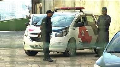 Polícia busca bandidos que roubaram quase 400 armas do fórum de Diadema, SP - Criminosos invadiram o prédio e renderam vigilantes.