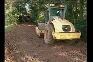 Trabalho intenso para recuperar estradas do interior em Santa Rosa, RS - Alguns trechos ficaram interditados por uma semana.