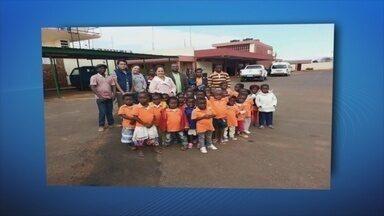 Missionários brasileiros fazem amburguer para ajudar crianças na África - Rondônia TV mostra uma iniciativa que busca, além de evangelizar, diminuir os índices de analfabetismo na África.