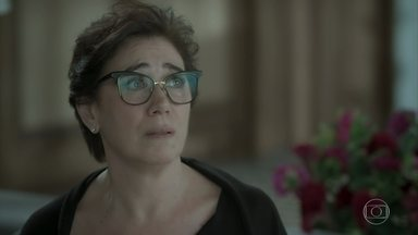 Silvana se desespera com a possibilidade de suas mentiras serem descobertas por Eurico - Cirilo comenta com Caio que Bibi se desentendeu com Rubinho