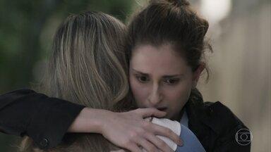 Cláudio recebe socorro e Simone conforta Ivana - Filha de Joyce e Eugênio sofre com a operação de emergência do rapaz