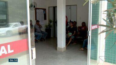 Pacientes esperam horas por atendimento em Rio Bananal, ES - Além da demora, a reclamação é a falta de materiais para exames e procedimentos.