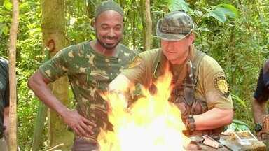 """Hoje é dia de sobrevivência na selva: fogo e água - Alexandre Henderson participa de um curso de sobrevivência na selva """"casca-grossa""""!"""