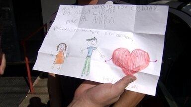 Fã Policia - Yvelize, uma menina de 6 anos, virou fã da polícia de Getulina. Confira essa história.