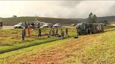 Ônibus com homens da Força Nacional tomba na estrada - 8 pessoas ficaram feridas