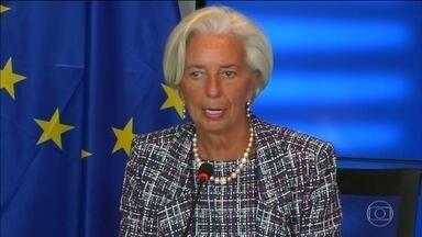 FMI corta previsão de crescimento para economia dos Estados Unidos - Donald Trump havia prometido em campanha crescimento de 3% ao ano para o país norte-americano. No entanto, Fundo Monetário Internacional cortou para apenas 2,1% o desenvolvimento econômico dos EUA.