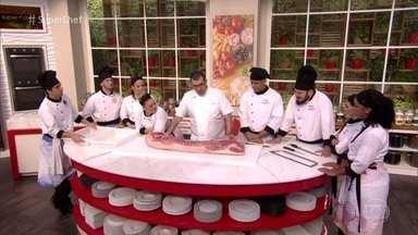 Workshop do chef Jefferson Rueda - Chef é especialista em carne de porco e ensina tudo sobre os cortes do animal. Rueda incentiva o aproveitamento de todas as partes do animal e ainda prepara duas receitas no Super Chef Celebridades