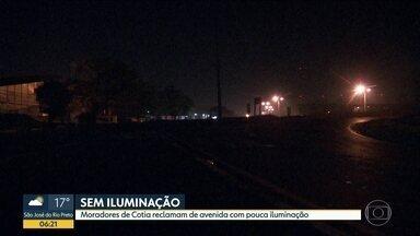 Moradores de Cotia reclamam de avenida com pouca iluminação - Avenida São Camilo liga Cotia a Carapicuíba.